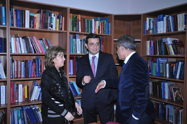 Anna Shirinyan, (left) head of the National Medical Library,  speaks with Armen Muradyan, (center) Minister of Healthcare of Armenia, and Ara Babloyan, Chairman of the Armenian Standing Parliamentary Commission who attended the ceremony.